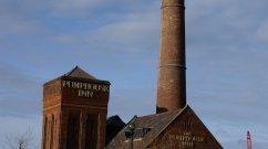 Das Pumphouse Inn wurde 1870 erbaut und nachträglich zu einem traditionellen britischen Pub restauriert. Der Turm ist denkmalgeschützt und ein unumgängliches Wahrzeichen im Albert Dock